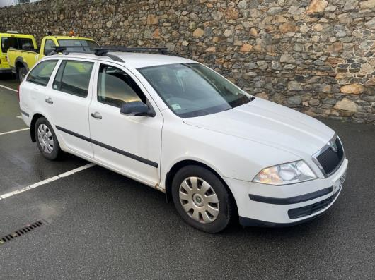 A Scoda Octavia Diesel Estate Car Reg 76685; 74,376 Rec miles; front suspension spring broken and CV boot split