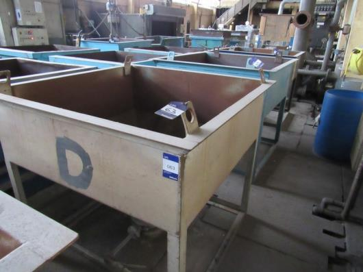 4 Steel Sand Hoppers with Bottom Release Table