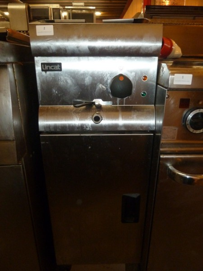 *Lincat single electric fryer freestanding 3 phase with basket 300w x 600d 950h