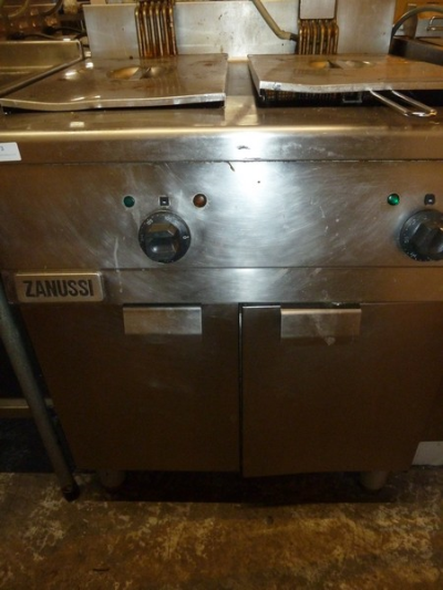 *Zanussi double electric fryer freestanding 3 phase with baskets 700w x 700d x 1000h