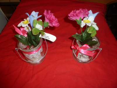 *decorative glass jars with artificial flowers x approx. 13
