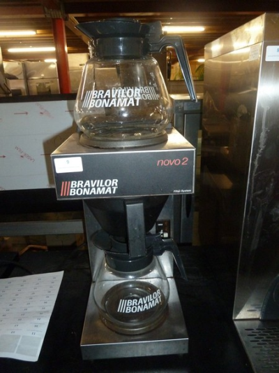 *Bravilor Bonamat filter coffee machine with top warming plate - complete with 2 x glass jugs
