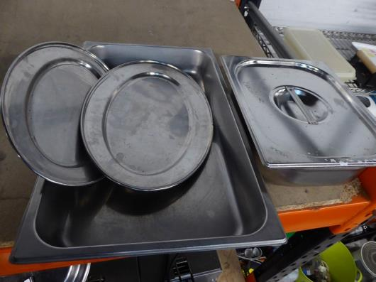 *2 x gastronome trays and 2 x silver trays