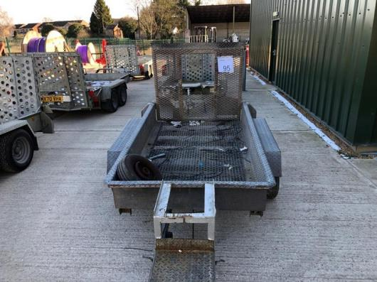 Unbranded twin axle trailer ( Left Hand Bearing Collapsed)