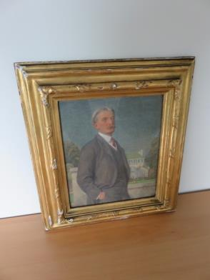 Framed Oil Painting of Gentlemen (14in x 15in) (Damage to Frame)