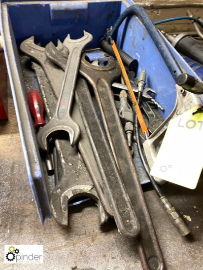 Quantity open end Spanners, to bin…