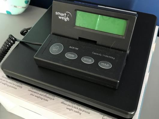 A Smart Weigh ACE150 Electronic Shipping and Postal Scales, 50kg
