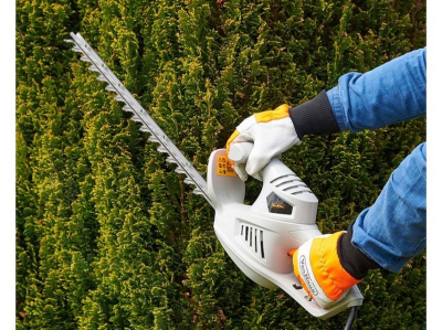 (JH32) 450W Hedge Trimmer 450W motor and precision blades deliver a fast cutting motion - easi...    (JH32) 450W Hedge T…