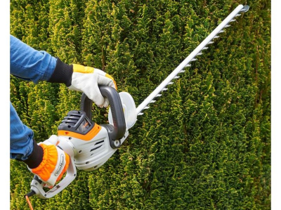 (JH36) 710W Rotatable Hedge Trimmer Strong, precision blades are 61cm long and effortlessly cu...    (JH36) 710W Rotatab…